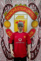 2002-2004 Manchester United Official Nike Football Shirt (Youths 12-13 Years)