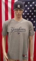 New York Yankees Majestic Baseball Shirt & Hat (Adult Small)